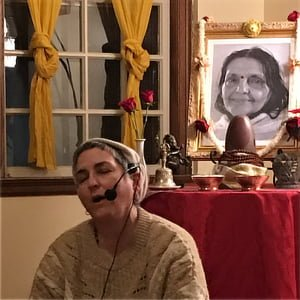 Shambhavi singing kirtan